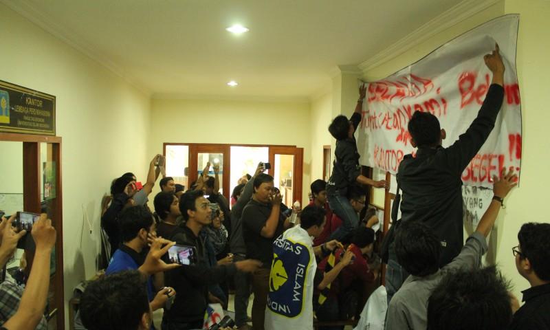 Aksi Boikot Kantor DPM