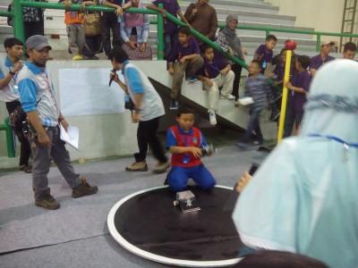 Kontes Robot Tingkat Internasional Ramaikan GOR UII