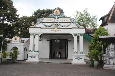 Pintu masuk menuju ke salah satu bangsal yang ada di Keraton Yogyakarta. (Foto: Eky/Ekonomika)